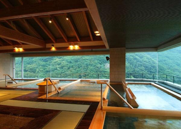 ホテル華の湯大浴場